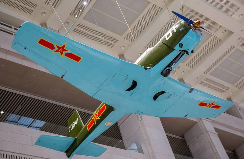 Авиационная экспозиция  Военного музея китайской революции в Пекине